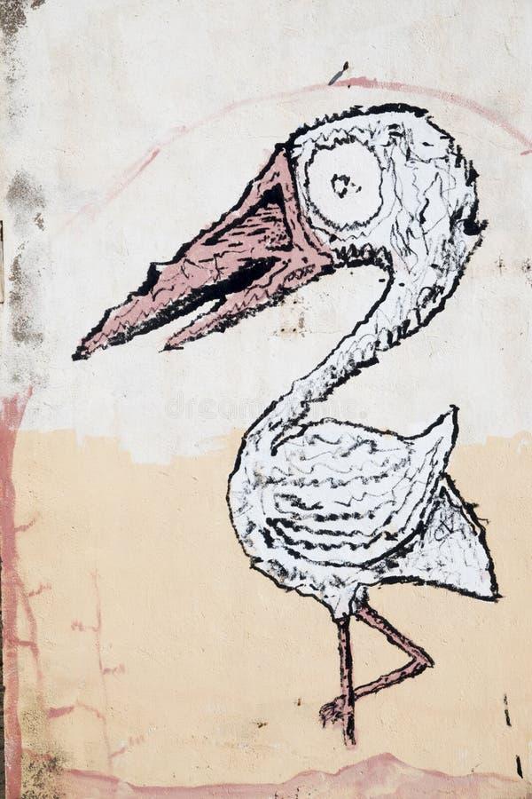 Tiragem de uma posição do flamingo em seu pé imagem de stock royalty free