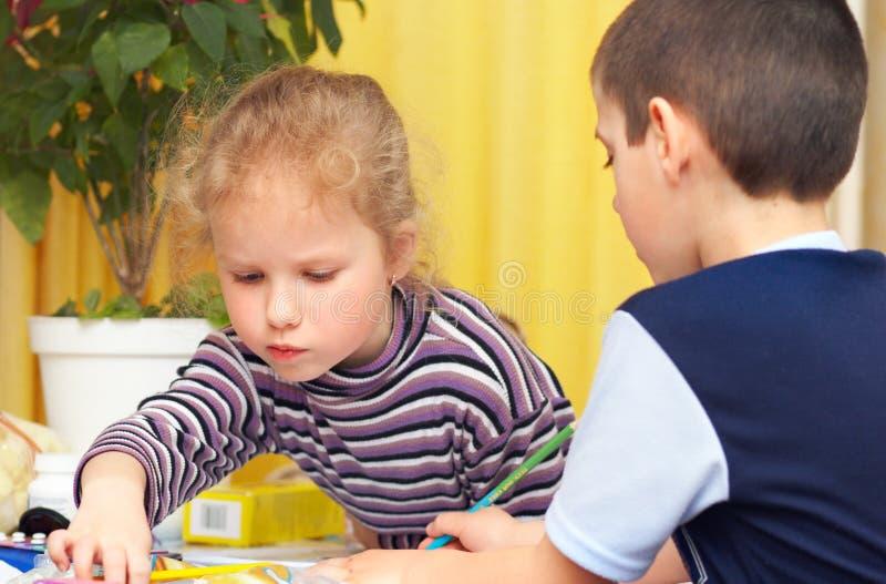 Tiraggio dei bambini a matita immagini stock