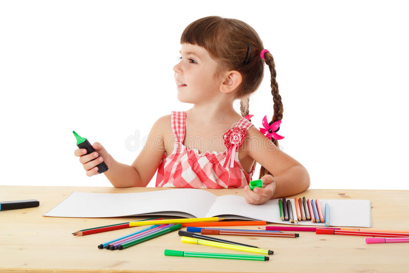 Tiraggio della bambina con i pastelli fotografia stock