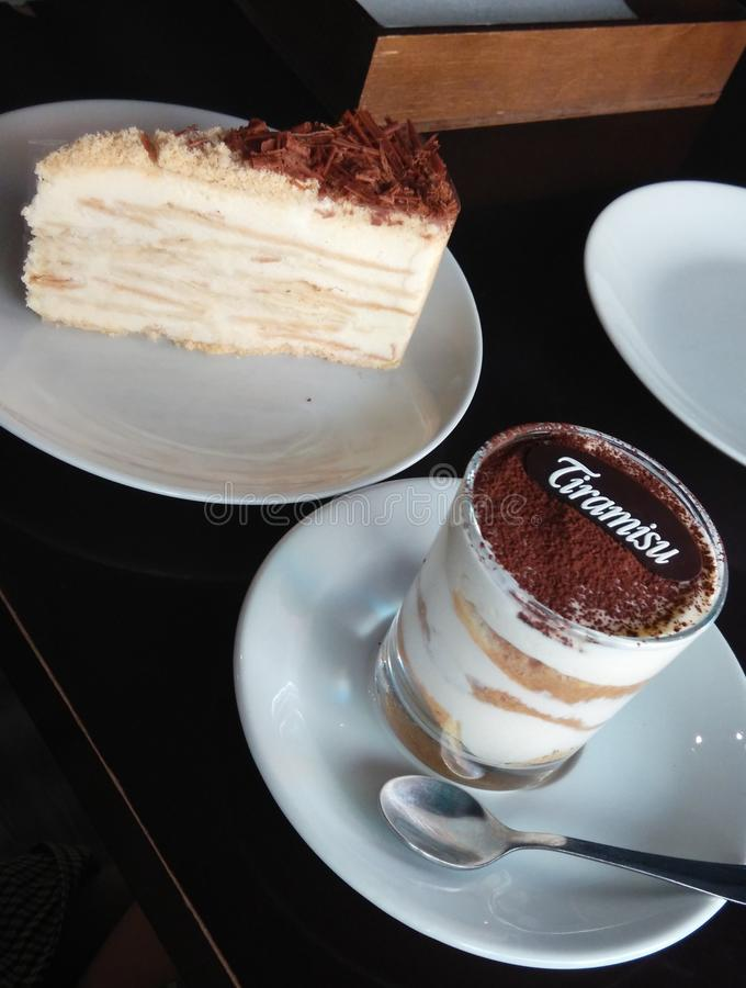 Tiramisu e napoleon da sobremesa foto de stock