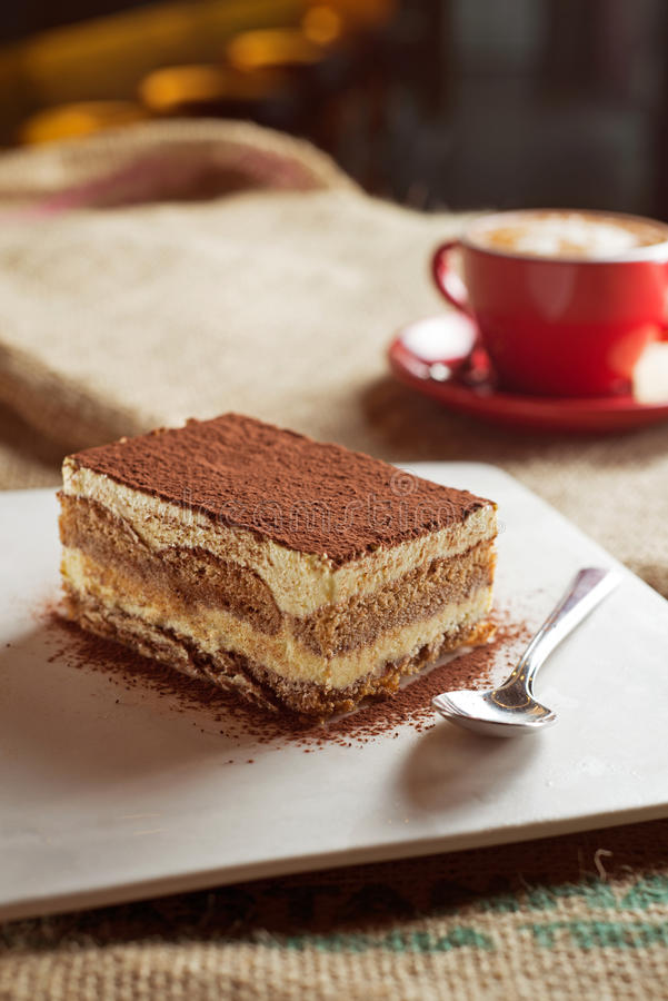 Tiramisu med kaffe royaltyfria foton