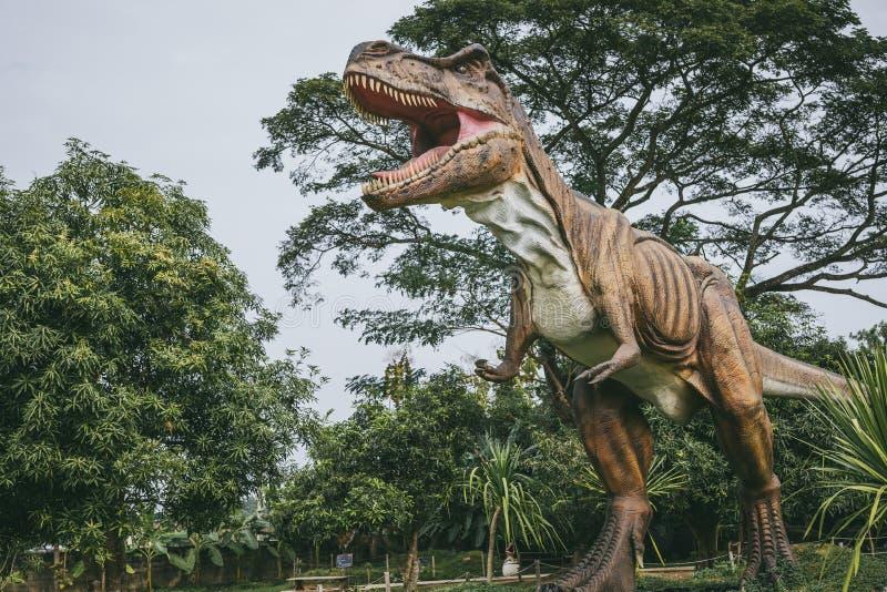 Tiranosaurio - dinosaurio prehist?rico de la era foto de archivo libre de regalías