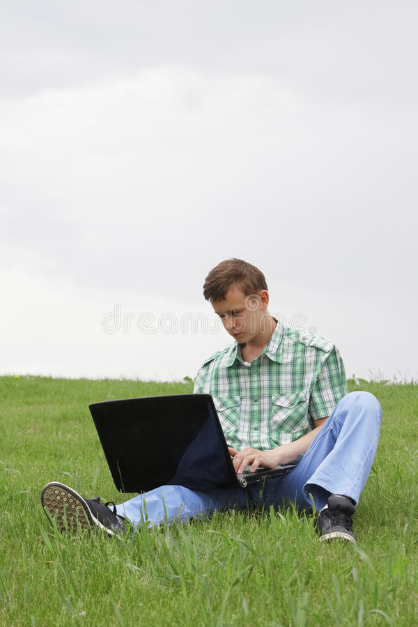 Tirante con il computer portatile immagini stock libere da diritti