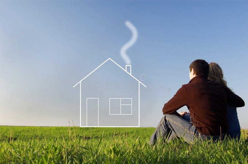 Tirante e ragazza nel campo e nei sogni circa la casa immagini stock libere da diritti