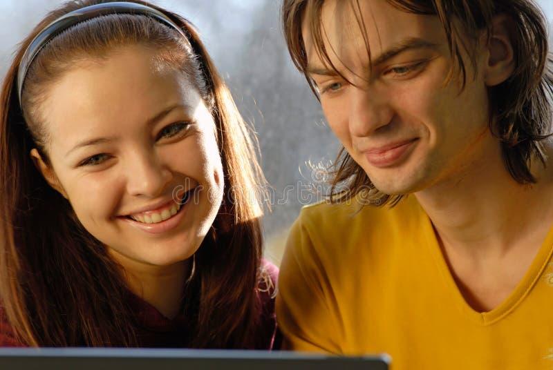 Tirante, ragazza, computer portatile fotografia stock