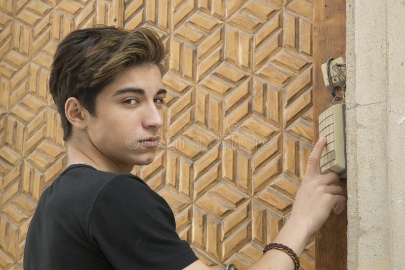 Download Tirante teenager immagine stock. Immagine di felice, allievo - 55361667