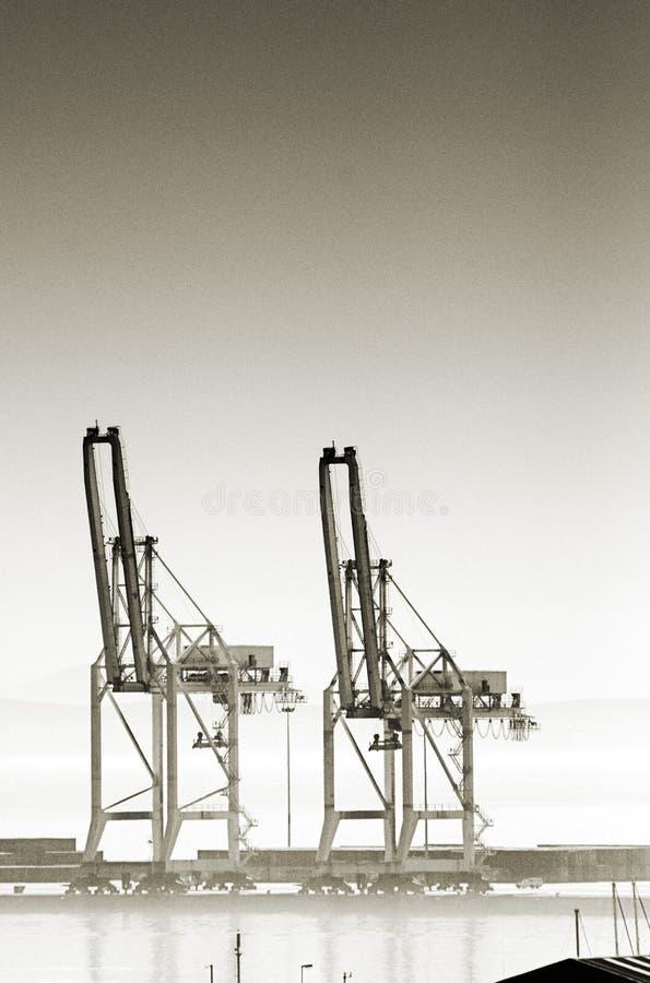 Download Tirantes da carga no porto foto de stock. Imagem de pesado - 64688