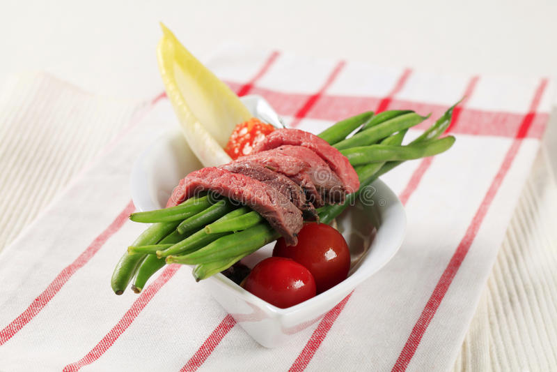 Tiras carne de vaca de carne asada e hilo foto de archivo libre de regalías