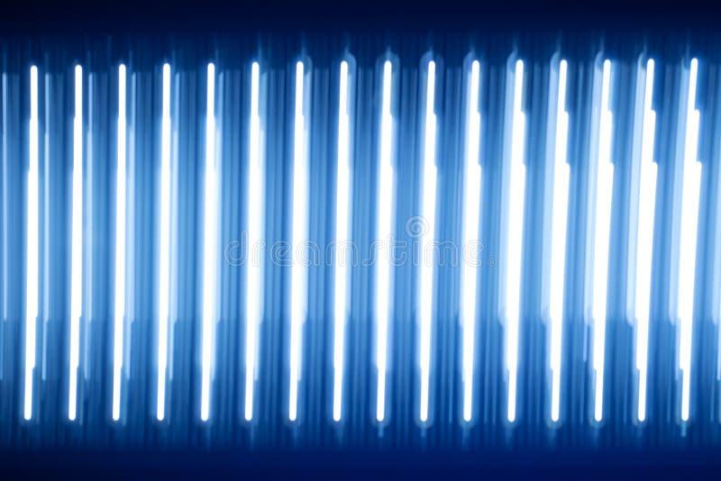 Tiras luminosas da luz da textura abstrata Fulgor azul muito papel de parede brilhante da obscuridade da carcaça dos diodos do ha imagem de stock