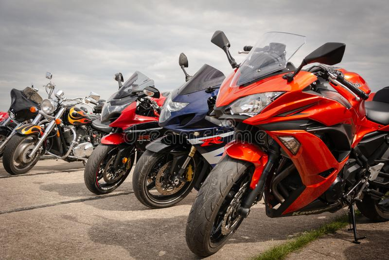 Tiraspol, Молдавия - 11-ое мая 2019: мотоцикл Suzuki, Honda и другие велосипедов улицы сопротивления на 11 турнире гонок сопротив стоковые фотографии rf