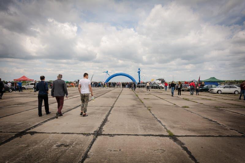 Tiraspol, Moldau - 11 mai 2019 : Les gens vont traîner l'emballage dans Tiraspol, Stinga Nistrului, le Transnistrie photos stock