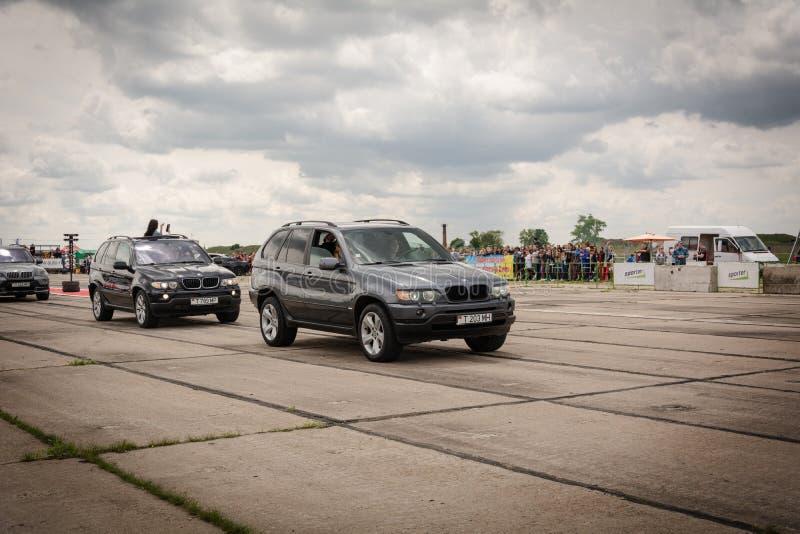 Tiraspol, Moldau - 11 mai 2019 : Voitures de course d'entrave de concurrence de s'ouvrir Voitures de marais en l'honneur de l'ouv photos libres de droits