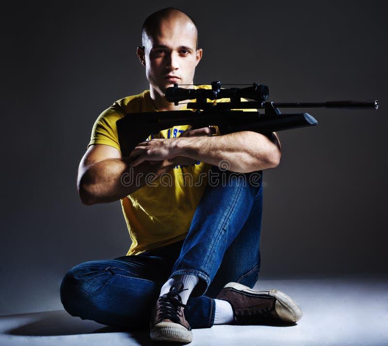Tiratore franco con il fucile fotografie stock libere da diritti