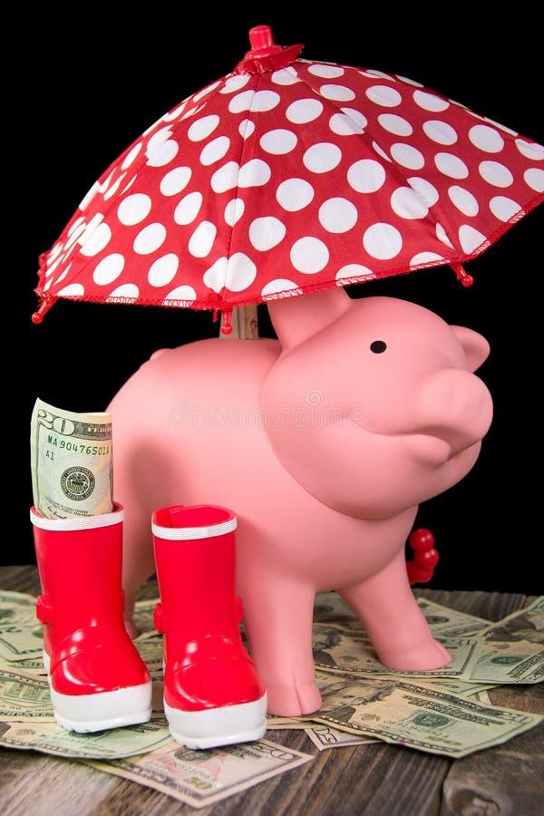 Tirelire avec le parapluie de point de polka photo stock