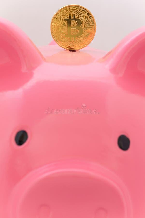 Tirelire et bitcoin concept de l'économie et de l'investissement dans la devise virtuelle photographie stock