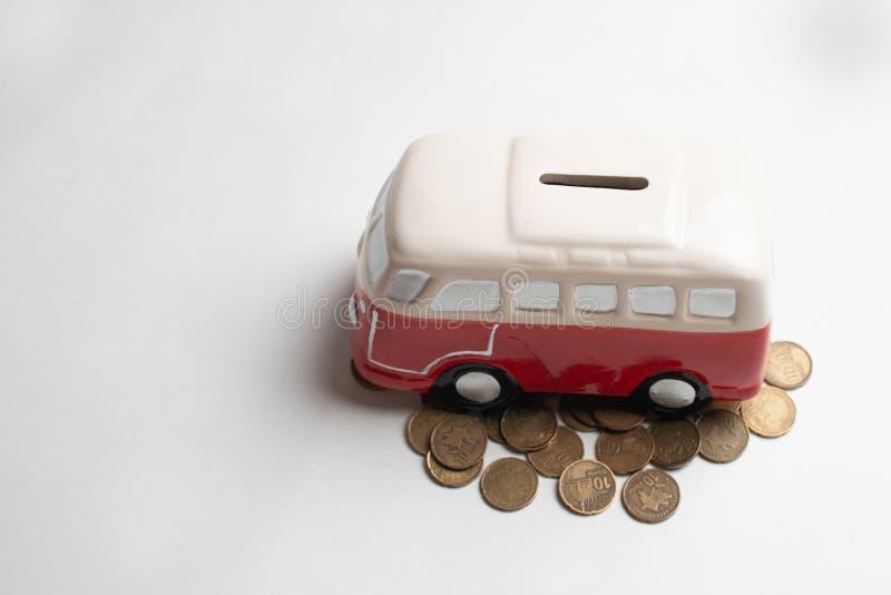 Tirelire rouge d'autobus photographie stock libre de droits