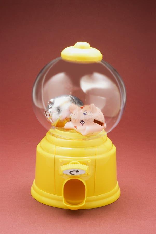Tirelires miniatures dans la machine de Bubblegum images libres de droits