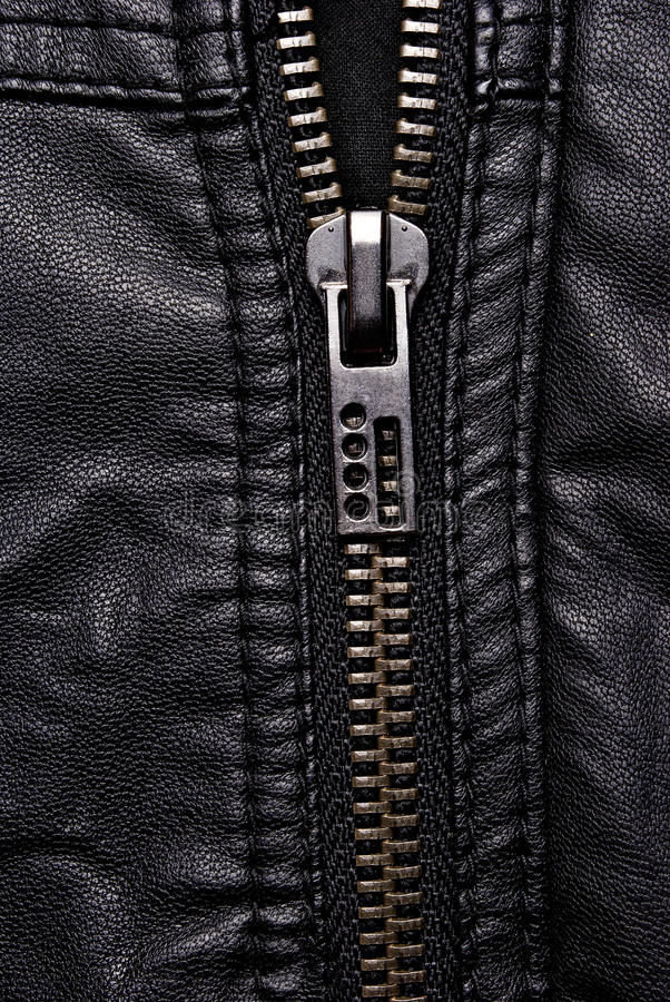 Tirette sur la veste en cuir noire images libres de droits