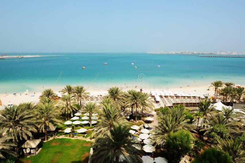 Tiri con una vista sull'isola artificiale della palma di Jumeirah immagine stock libera da diritti