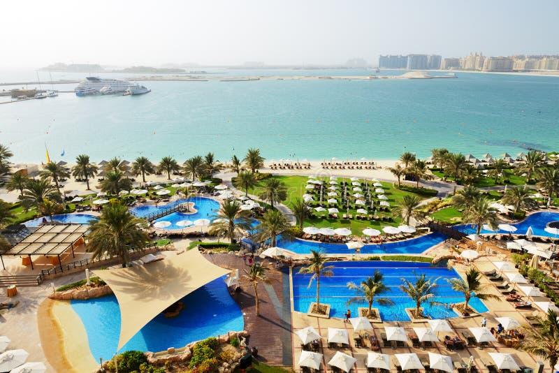 Tiri con una vista sull'isola artificiale della palma di Jumeirah fotografia stock libera da diritti