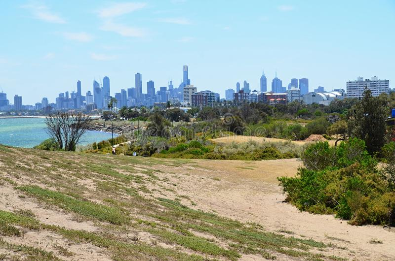 Tiri direttamente dal mare che trascura la città vicino a Melbourne in Australia, Victoria fotografie stock