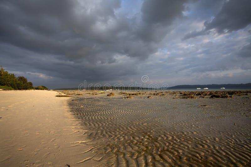 Tiri la vista in secco con i modelli della sabbia in andamane e nell'isola di Nikobar, India fotografia stock libera da diritti
