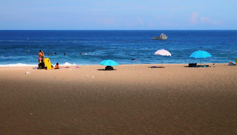 Tiri per praticare il surfing, la spiaggia di Boucan Canot, la Riunione fotografie stock libere da diritti