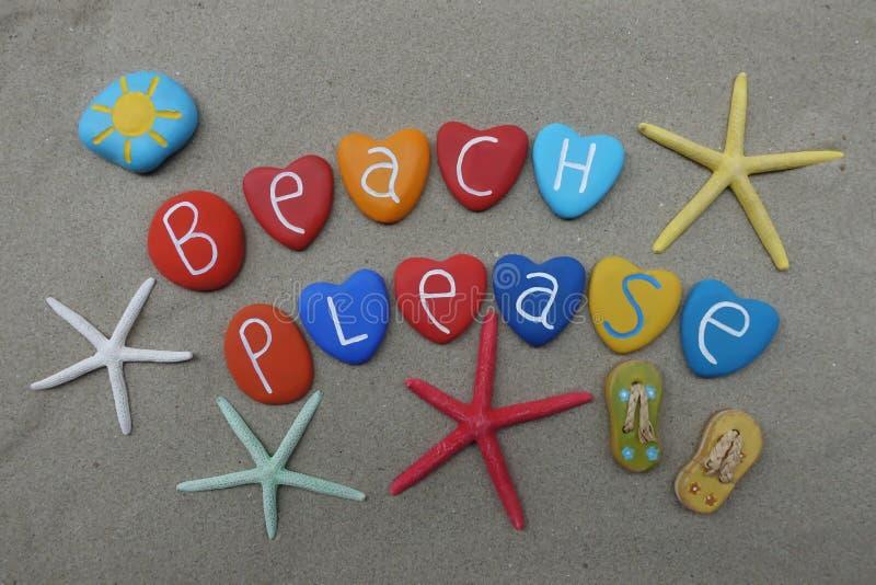 Tiri prego mandano un sms a con le pietre multicolori del cuore sopra la sabbia naturale immagine stock libera da diritti