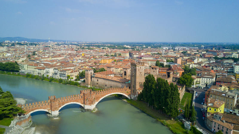 Tiro aéreo com o zangão de Verona imagem de stock