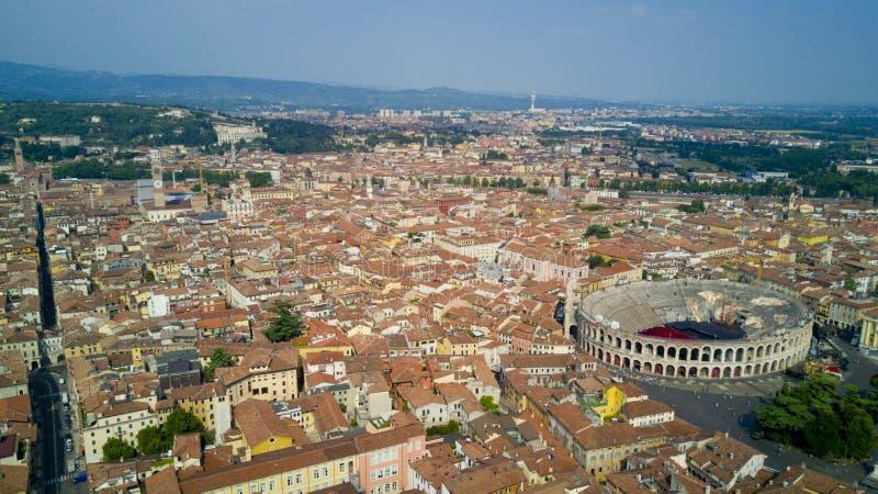 Tiro aéreo com o zangão de Verona fotografia de stock