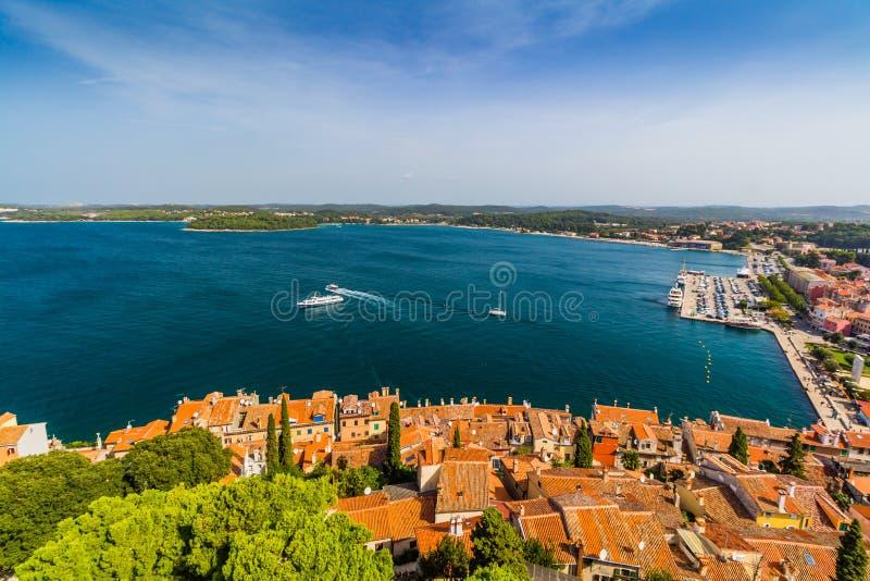 Tiro aéreo da cidade velha Rovinj, Istria, Croácia fotografia de stock