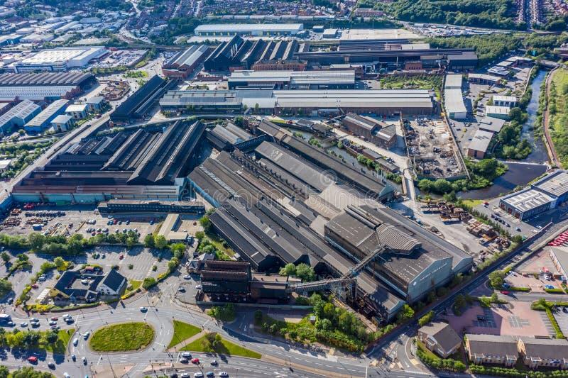 Tiro aéreo da forja de Forgemasters em Sheffield, casa da produção de aço a maior no Reino Unido foto de stock