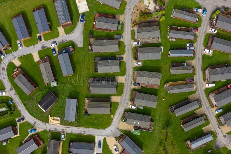Tiro aéreo de grupos de caravanas y de hogares del remolque en el Reino Unido imagen de archivo libre de regalías