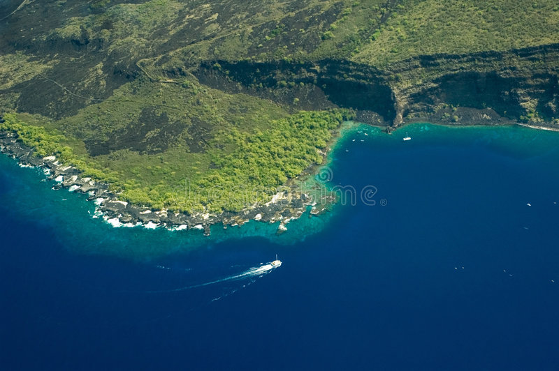 Tiro aéreo de la isla grande - bahía de Kealakekua fotografía de archivo libre de regalías