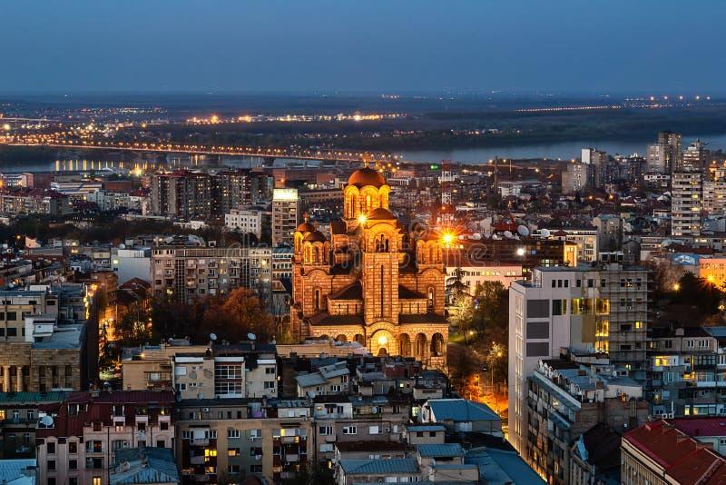 Tiro aéreo de Saint Marko Church em Belgrado na noite fotos de stock royalty free