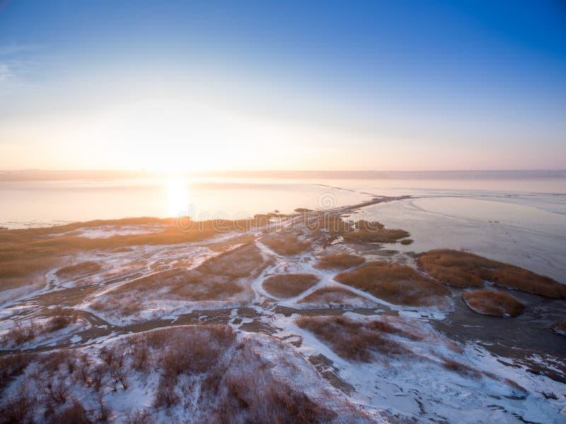 Tiro aéreo do estuário congelado de Kuyalnik no por do sol fotografia de stock royalty free