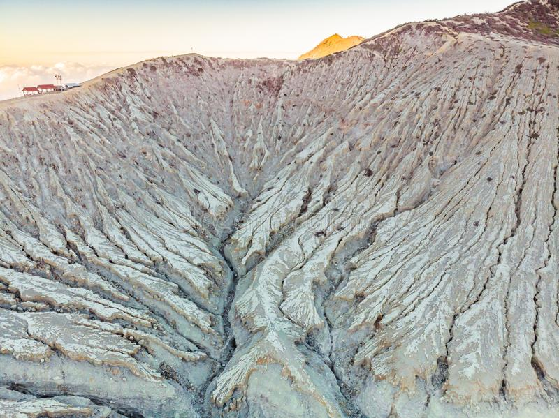 Tiro aéreo do vulcão de Ijen ou do Kawah Ijen na língua indonésia Vulcão famoso que contém o mais grande no fotografia de stock royalty free