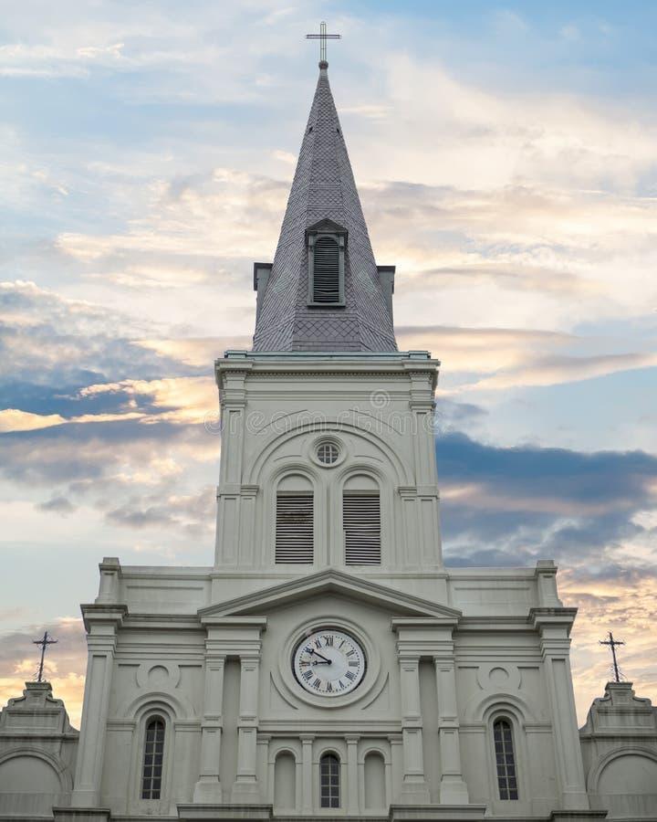 Tiro ancho de la catedral de St. Louis en New Orleans imágenes de archivo libres de regalías