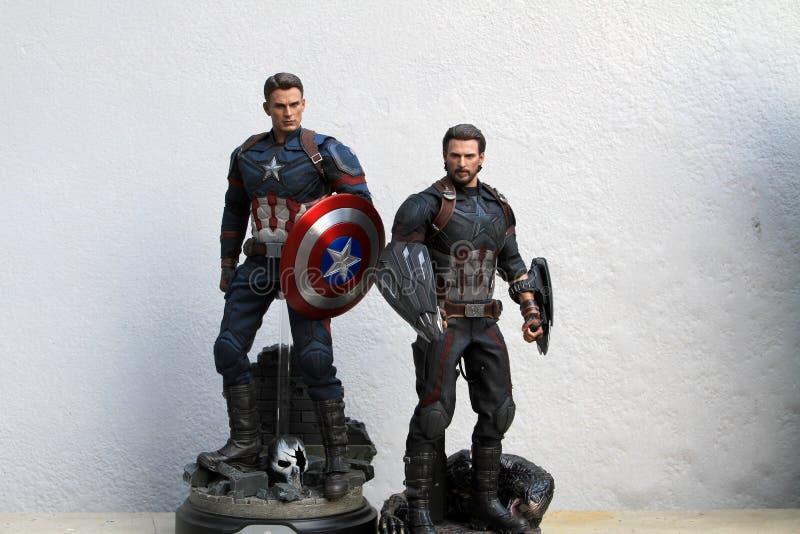 Tiro ascendente próximo da figura dos superheros do capitão America Infinity War na luta da ação imagens de stock royalty free