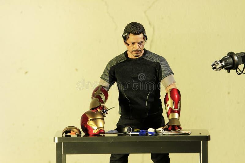 Tiro ascendente próximo da figura escala de Tony Stark do modelo 1/6 de ironman3 foto de stock royalty free