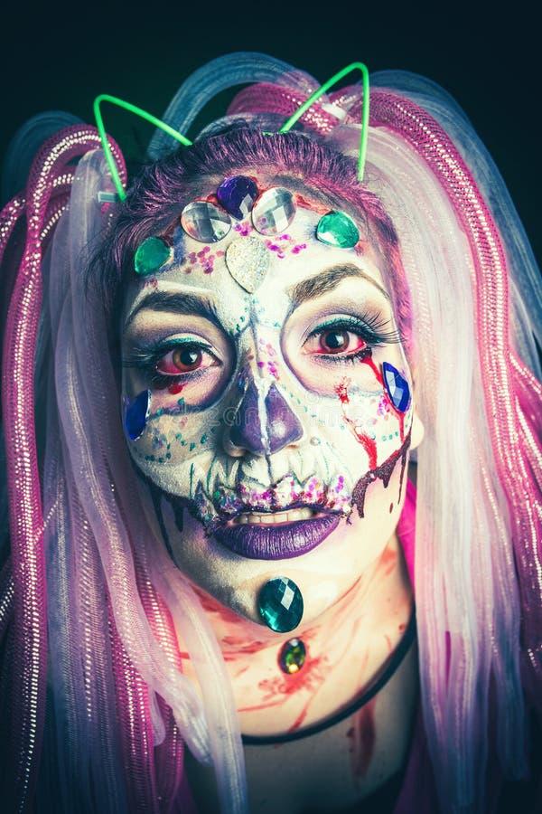 Tiro asustadizo del estudio del primer de la mujer de Halloween fotos de archivo