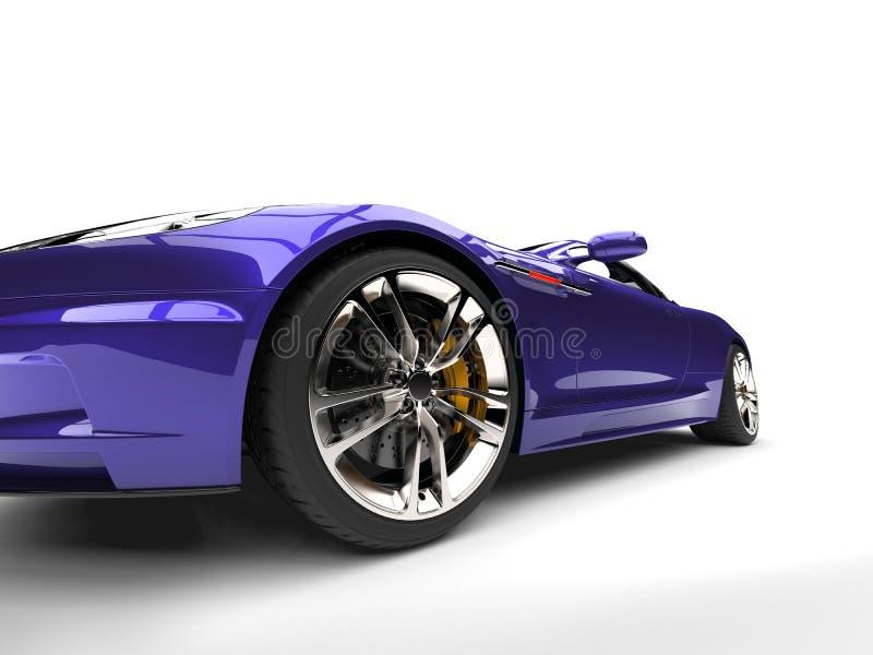 Tiro automobilístico do close up da roda dianteira dos esportes luxuosos modernos roxos metálicos ilustração royalty free