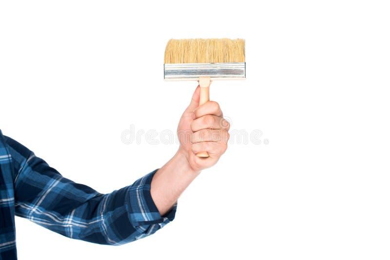 tiro colhido do homem que guarda a escova de pintura fotos de stock royalty free