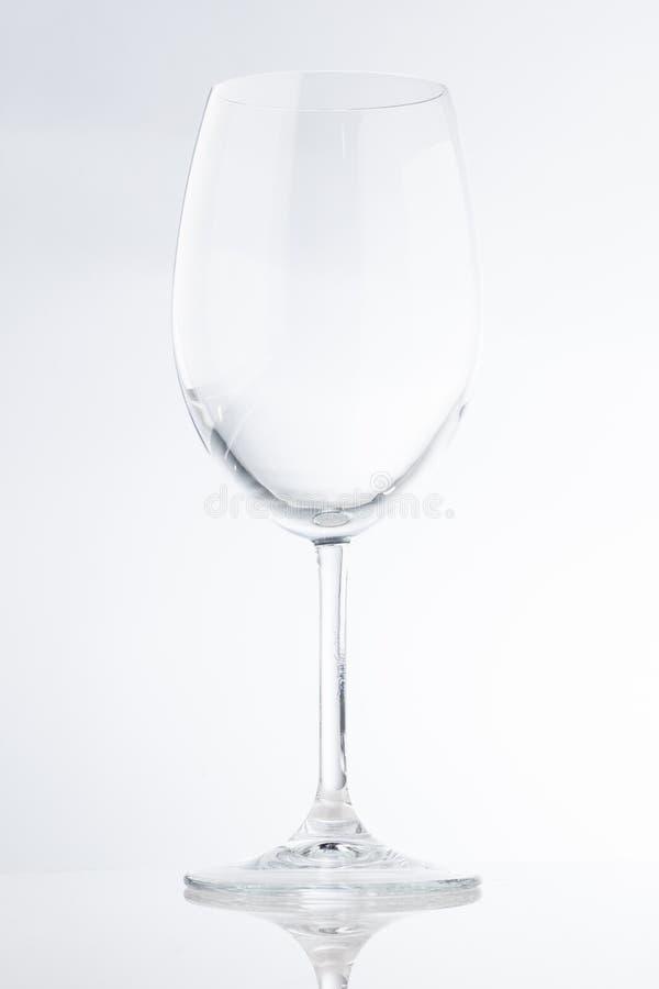 Tiro comercial de una copa de vino ancha vacía alta foto de archivo libre de regalías