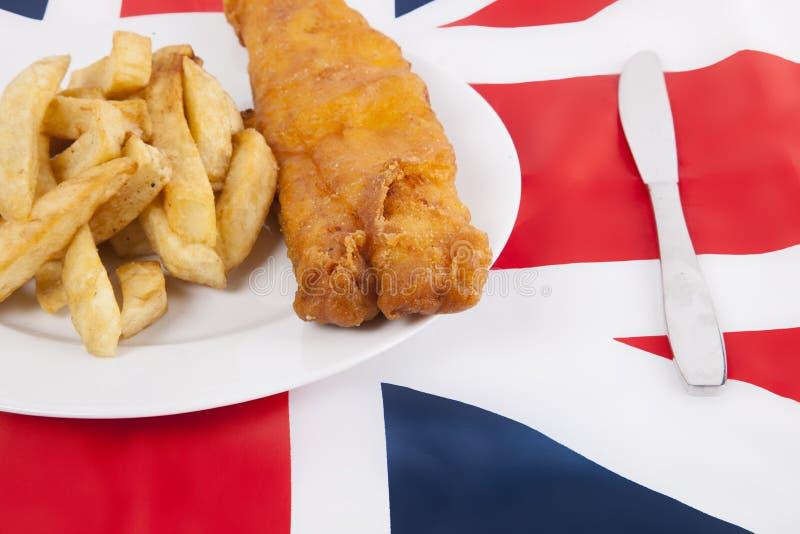 Tiro cosechado de la comida basura sobre bandera británica fotografía de archivo