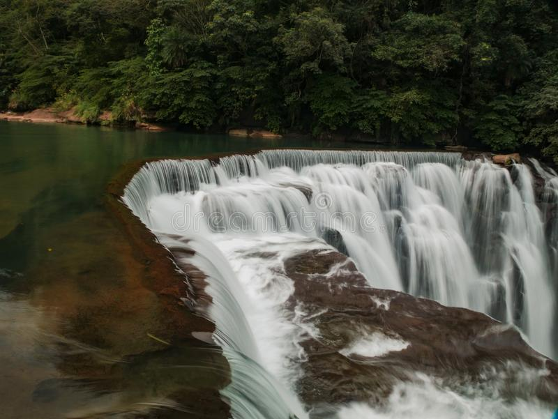Tiro de cachoeiras de Shifen do fim ascendente imagem de stock royalty free