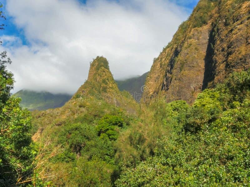 Tiro de la mañana de la aguja histórica del iao de Maui fotografía de archivo