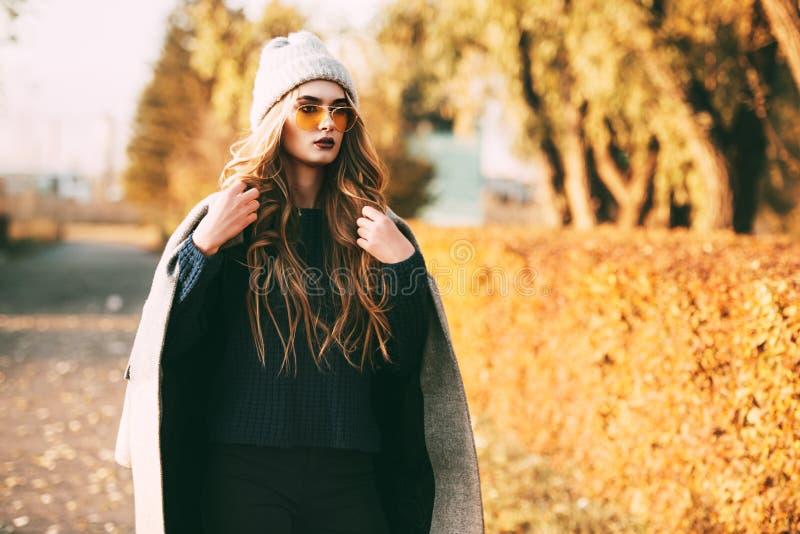 Tiro de la moda del otoño fotos de archivo