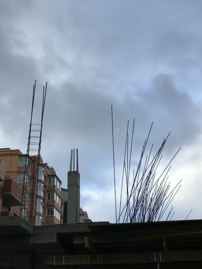 Tiro de Ros de ferro fora de uma construção inacabado em Istambul, Turquia foto de stock