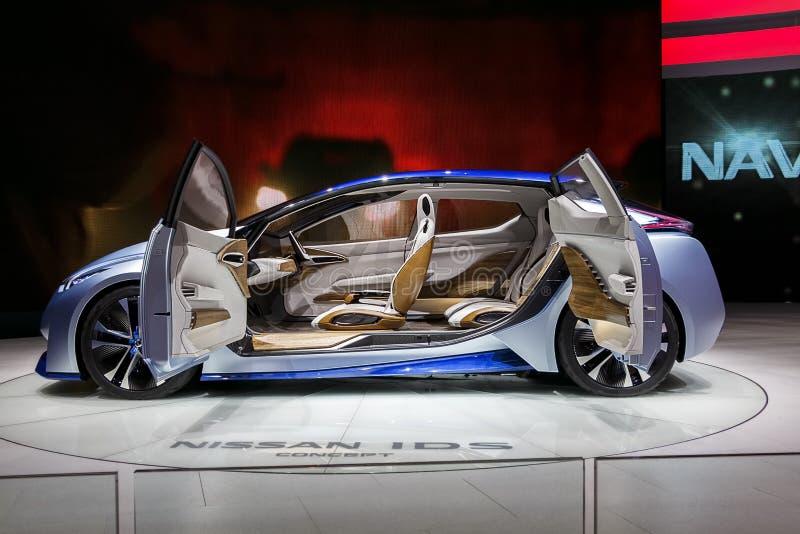 Tiro del lado del coche del concepto de la identificación de Nissan foto de archivo